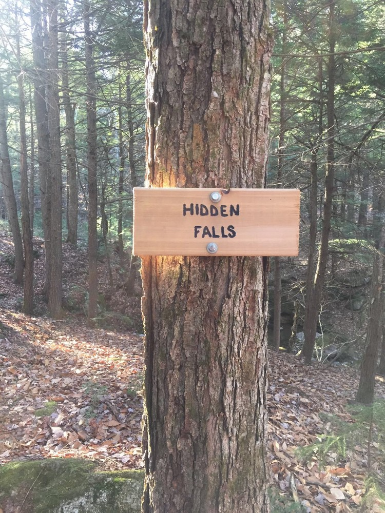 The sign for Hidden Falls (Credit: Mahoosuc Pathways)