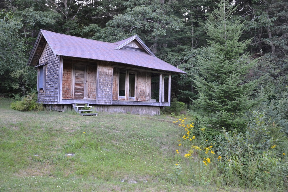 The Pond House - walk around to the right (Credit: Morgan Bay Zendo)