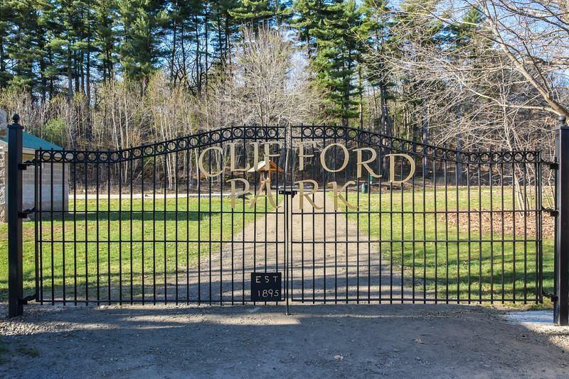 Park entrance gate (Credit: Friends of Clifford Park)