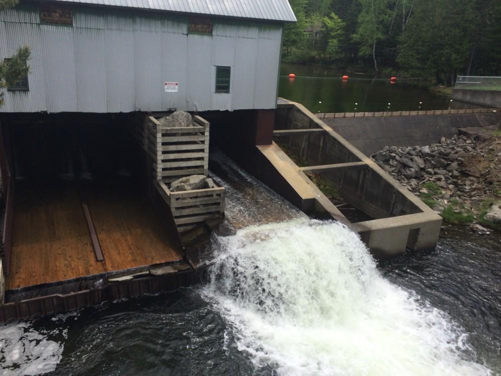 Dam below fish hatchery (Credit: Maine Trail Finder)