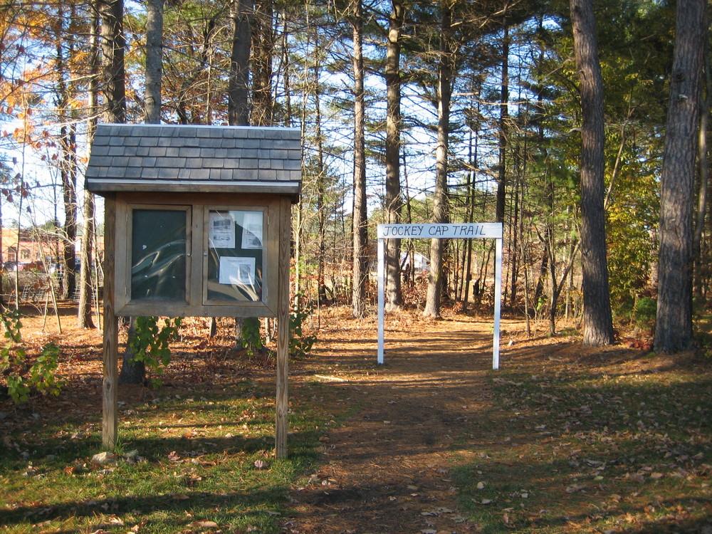 Jockey Cap trailhead and kiosk (Credit: Maine Trail Finder)