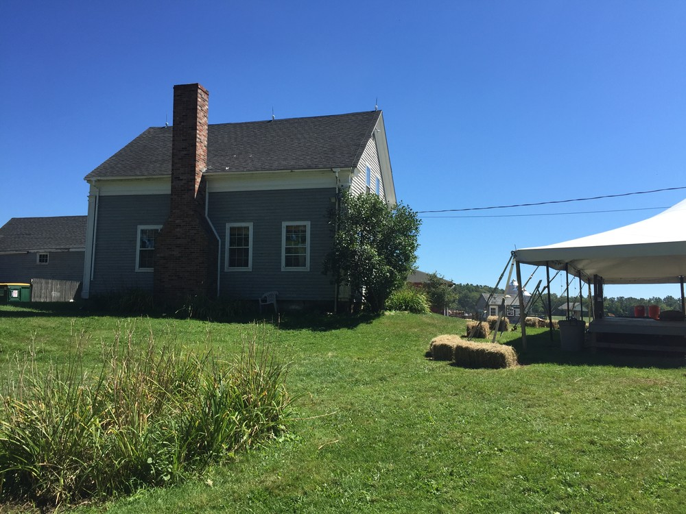 The Wolfe's Neck Farm office and event tent (Credit: Maine Trail Finder)