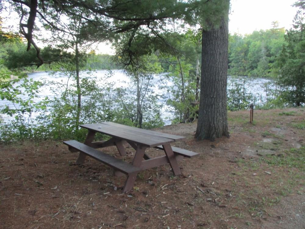Picnic Area at Grindstone Falls Rest Area (Credit: Evan Watson)