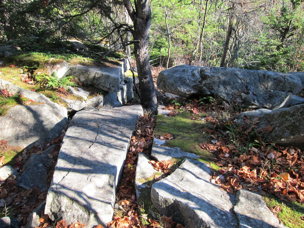 Ledges coming down loop trail (Credit: M. Morris)