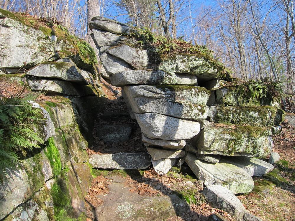 Ledges along Sanders Hill trail (Credit: M. Morris)
