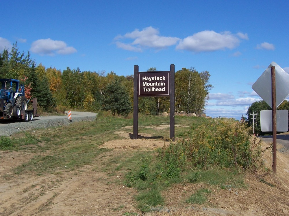 Trailhead and parking sign (Credit: Aroostook Outdoor)