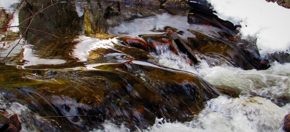 closer view of the flowing water (Credit: gary janson)