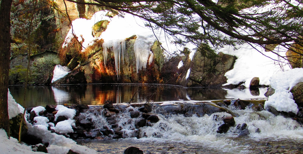 February thaw has the water flowing at Indian's Last Leap (Credit: gary janson)