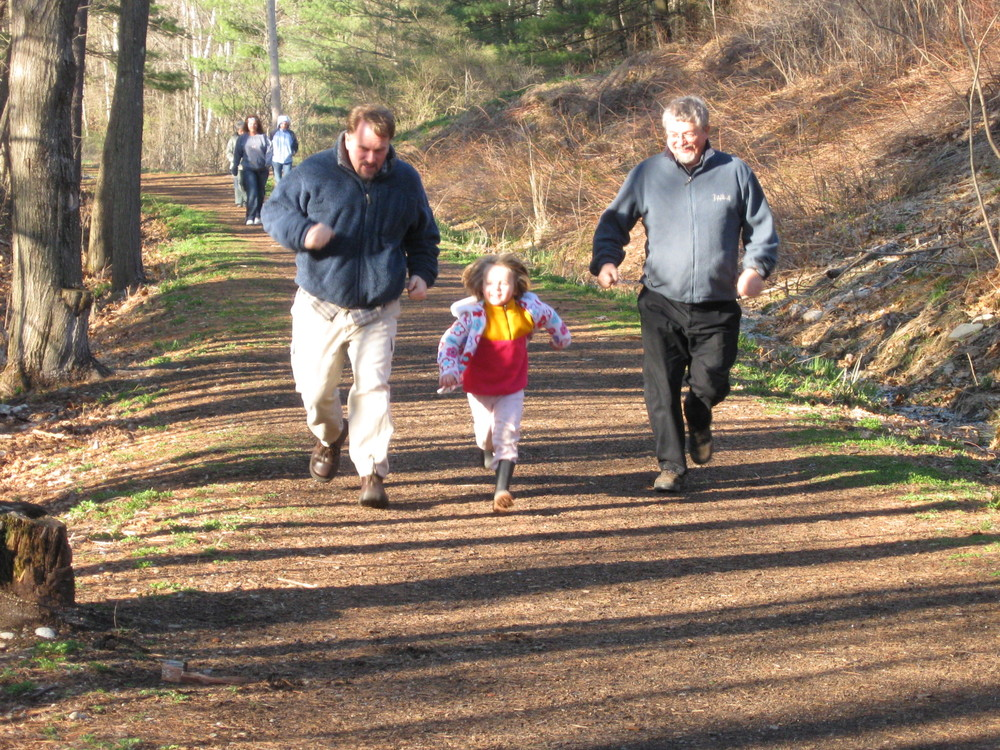 Family Running (Credit: Kennebec Messalonskee Trails)