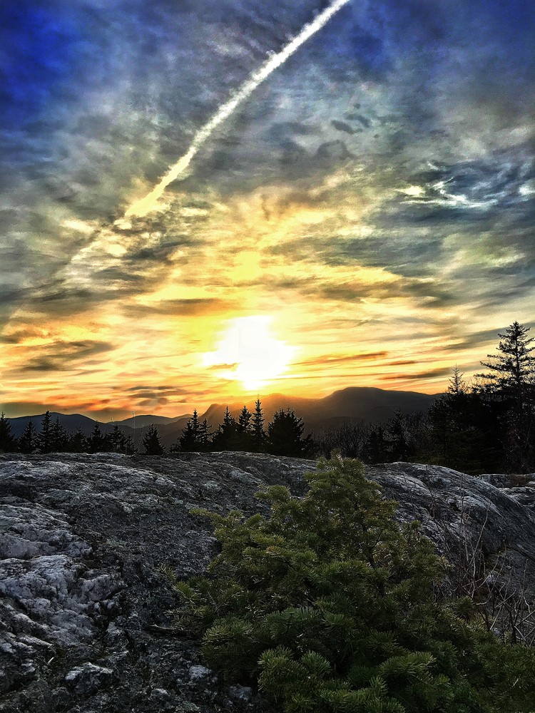 Sunset views from center hill ledge, view of Tumbledown and Little Jackson (Credit: Navyswomom/Flatlanders photography)