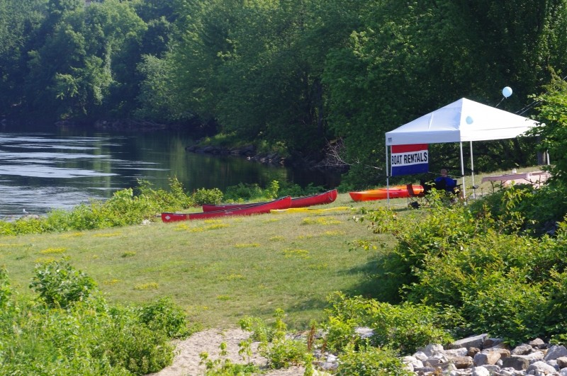 Canoe rentals on the bank of the Androscoggin (Credit: Jean-Luc Theriault)