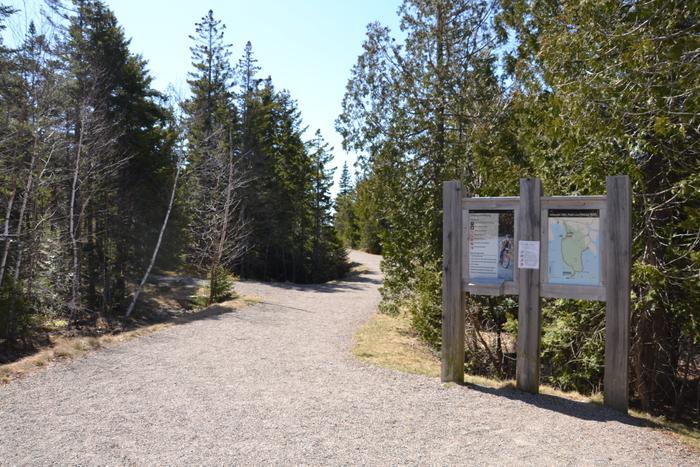 Trailhead near Visitor Center (Credit: Nicole Grohoski)