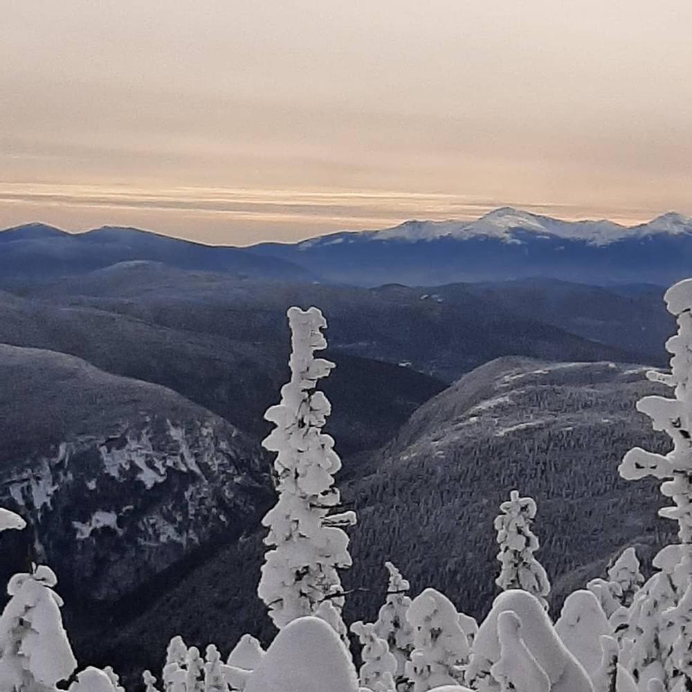 Mountains snow and beautiful scenery (Credit: Gloria Yanni)