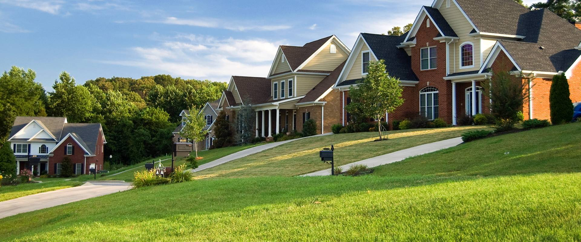 houses with nice green lawns