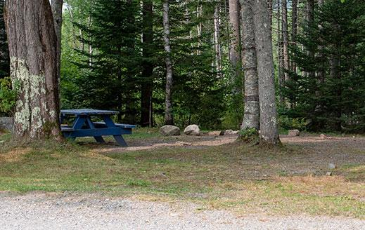 picnic table area for smuggler's den tenting sites