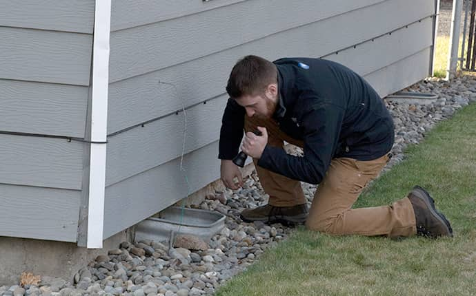 prosite pest control service expert inspecting the exterior of a home in central washington