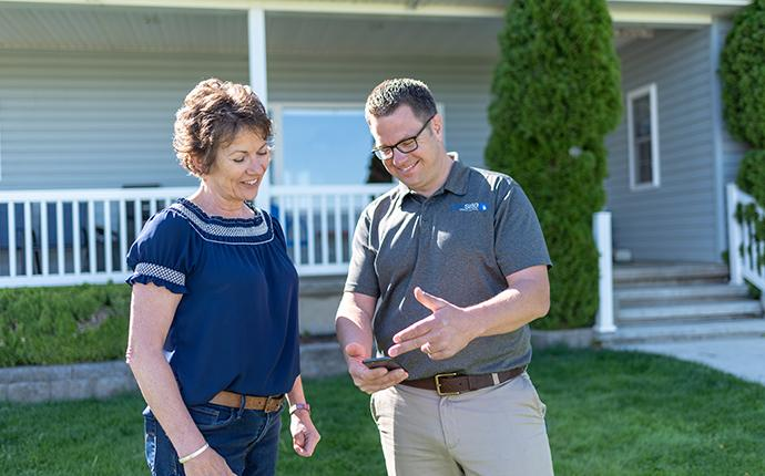 happy homeowner having a discussion with a prosite pest control technician