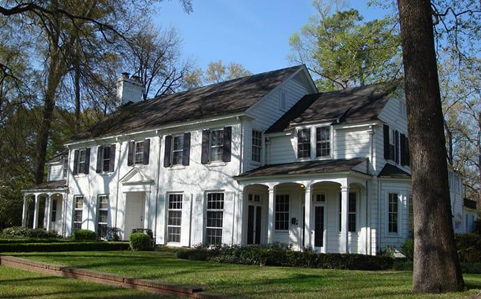 a home in mobile receiving year-round pest control