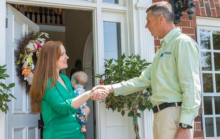 nashville pest control technician greeting happy homeowner