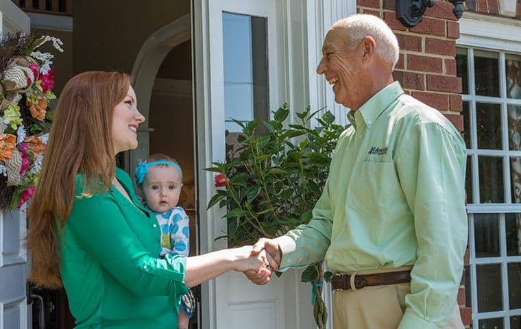 nashville pest control technician greeting homeowner