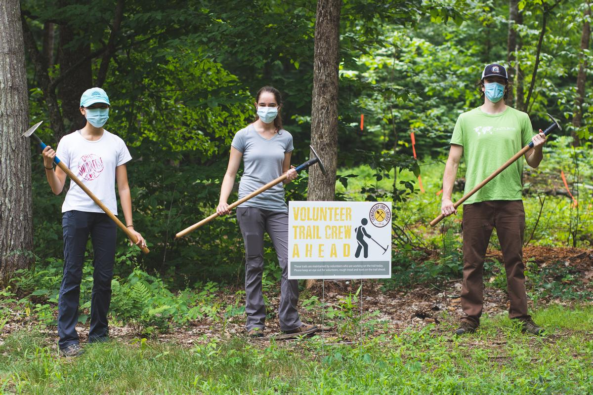Volunteer trail crew day at Doe Farm. Photo credit: Nature Groupie