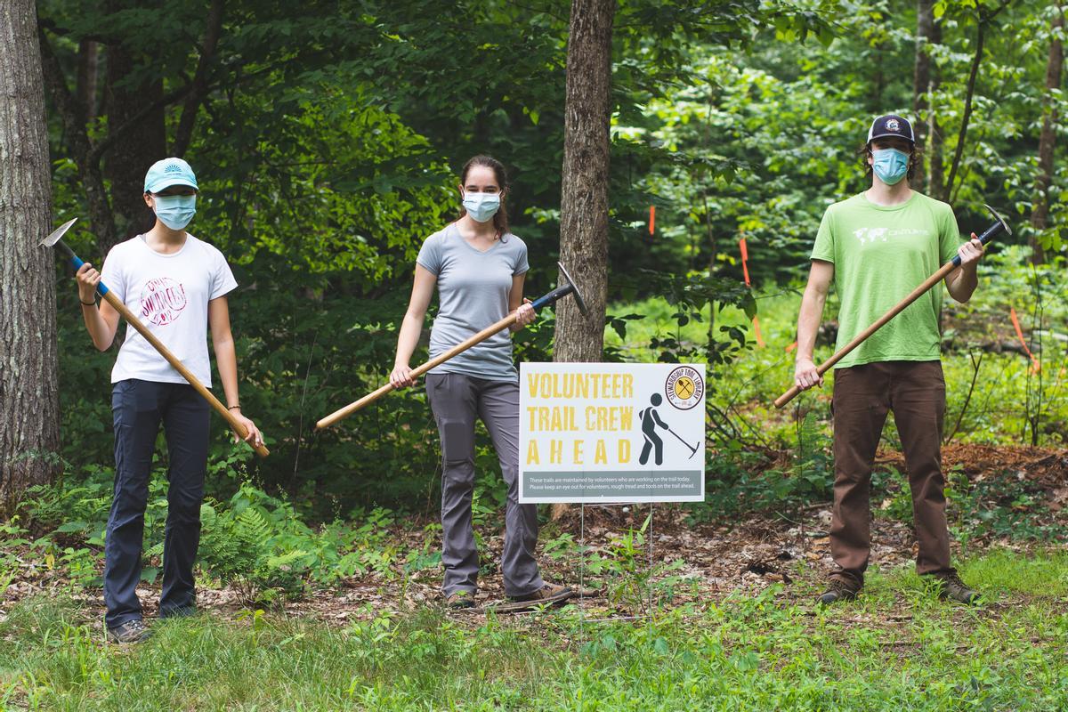 Volunteer trail crew day at Doe Farm. Photo credit: Nature Groupie