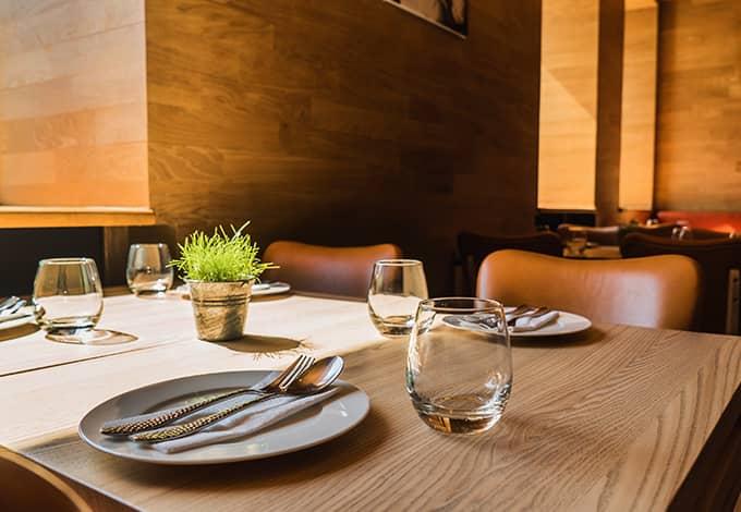 empty restaurant in oyster bay