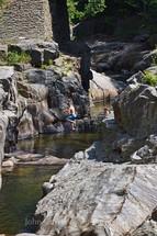 boy jumping into coos canyon