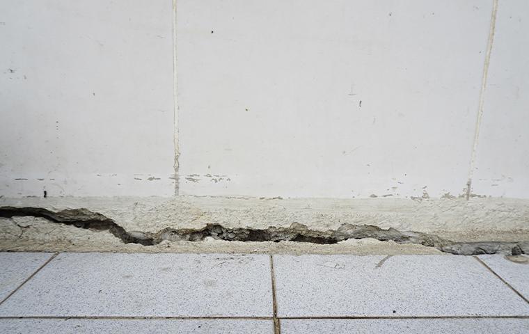 cracks near baseboard