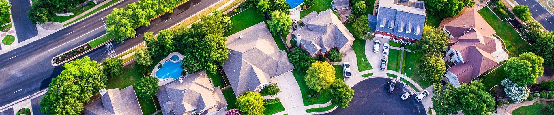 a row of homes in a suburban neighborhood in lake dallas texas