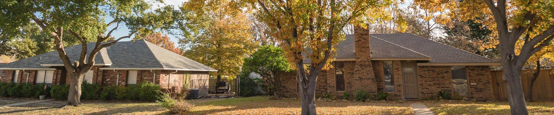 a row of homes in a suburban neighborhood in richmond texas
