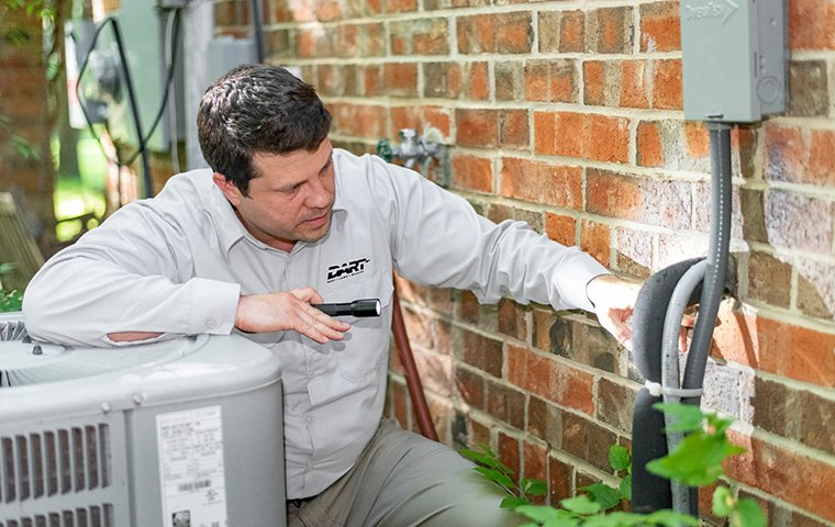 a pest control technician inspecting entry points for pests at a home in memphis tennessee
